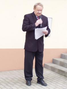 Starosta obce přednáší projev
